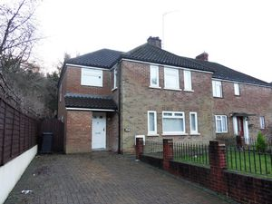 House To Let in Old Lodge Lane, Purley