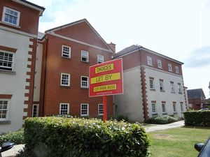 Apartment / Flat To Let in Gawton Crescent, Coulsdon