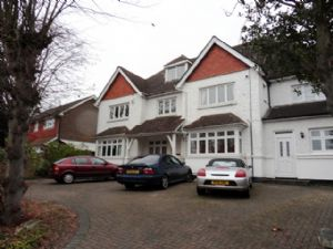 Apartment / Flat To Let in Russell Hill, Purley