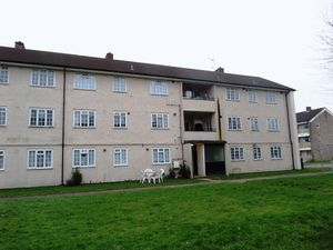 Apartment / Flat To Let in Morden Close, Tadworth