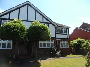 Apartment / Flat To Let in Overton Road, Sutton