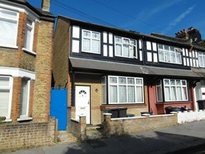 Apartment / Flat To Let in Lebanon Road, Croydon