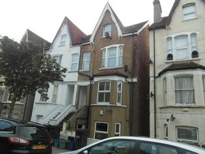 Apartment / Flat To Let in Heathfield Road, Croydon