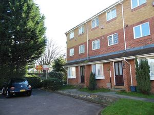 Apartment / Flat To Let in Kelvin Gardens, CROYDON