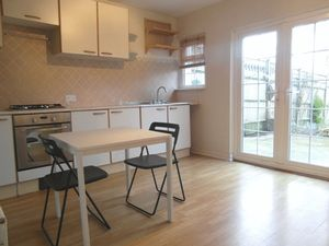Apartment / Flat To Let in Whitehorse Road, Croydon
