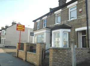 Apartment / Flat To Let in Leslie Park Road, Croydon