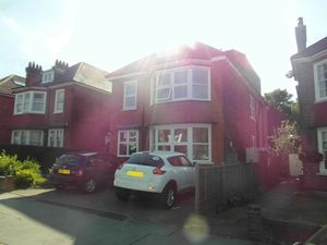 Apartment / Flat To Let in Northampton Road, Croydon