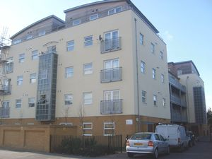 Apartment / Flat To Let in Sydenham Road, Croydon