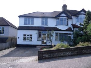 Apartment / Flat To Let in Melrose Road, Coulsdon
