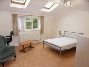 Apartment / Flat To Let in Epsom