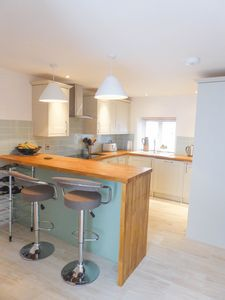 kitchen/beakfast room- click for photo gallery