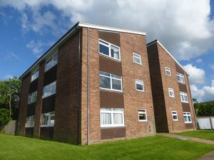 Apartment / Flat To Let in Hillmead, Crawley