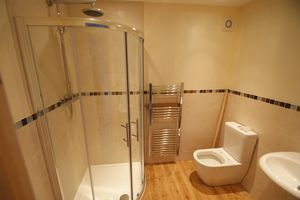 Downstairs en-suite shower room- click for photo gallery