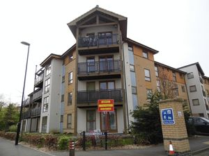 Apartment / Flat To Let in Harry Close, CROYDON