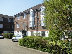 Apartment / Flat To Let in Fiveacre Close, Thornton Heath