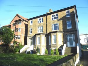 Apartment / Flat To Let in Elmwood Road, CROYDON