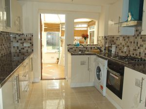 House To Let in Duncton Close, Crawley