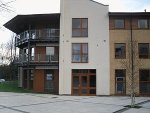 Apartment / Flat To Let in Commonwealth Drive, Crawley