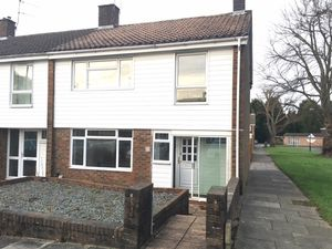 House To Let in Cranborne Walk, Furnace Green, Crawley