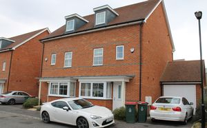 House To Let in Wychwood Road, Crawley