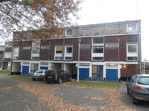 Apartment / Flat To Let in South Holmes Road, Horsham