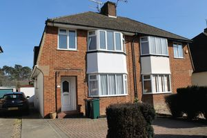House To Let in St Marys Drive, Crawley