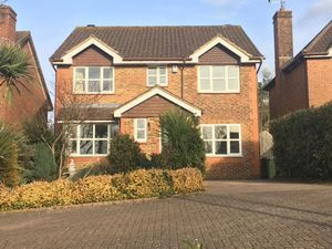 House To Let in Stopham Road, Maidenbower, Crawley