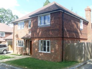 House To Let in Copthorne Bank, Copthorne, Crawley