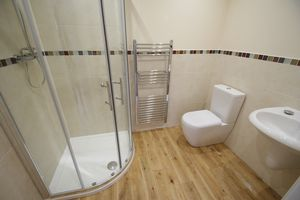 Downstairs en-suite - click for photo gallery