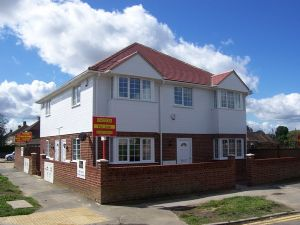 Apartment / Flat To Let in The Drive, HORLEY