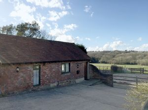 Bungalow To Let in Vowels Lane, Kingscote, East Grinstead