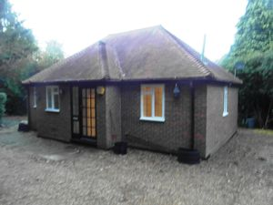 Bungalow To Let in Burstow, Crawley