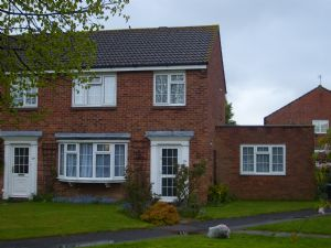 House To Let in Tanyard Way, HORLEY
