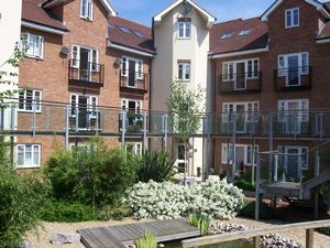Apartment / Flat To Let in Lumley Road, Horley