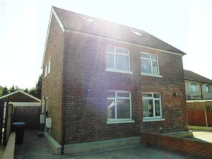 House To Let in Smallfield, Horley