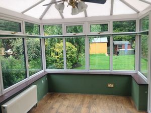 House To Let in Field Walk, Smallfield, Horley