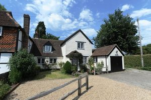 House To Let in Rosemary Lane, Charlwood, Horley