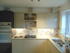 House To Let in Hollingbourne Crescent, Crawley