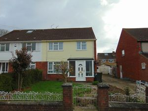 House To Let in Denchers Plat, Langley Green, Crawley