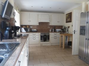 House To Let in Detling Road, Crawley