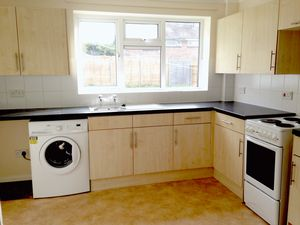 House To Let in Maiden Lane, Crawley