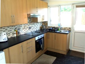 House To Let in Apsley Court, Bewbush, CRAWLEY