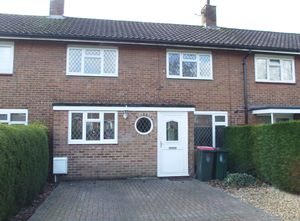 House To Let in Mole Close, Crawley