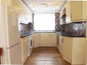 House To Let in Foxglove Walk, Crawley