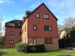 Apartment / Flat To Let in Black Swan Close, Pease Pottage, Crawley