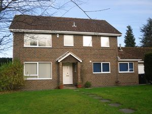 House To Let in Turners Hill, Crawley
