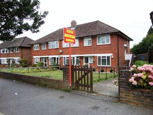 Apartment / Flat To Let in Waddington Avenue, Coulsdon