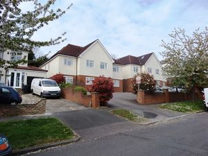 Apartment / Flat To Let in Warren Road, Banstead
