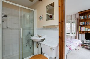 Jack and Jill En-suite- click for photo gallery
