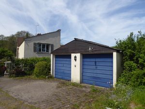 Garage & Parking - click for photo gallery